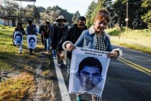 Familiares de normalistas desaparecidos
