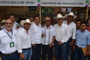 A la Feria del Mezcal 2017 se sumaron productores de los 9 Distritos que conforman el Sistema Producto de Maguey Mezcal.
