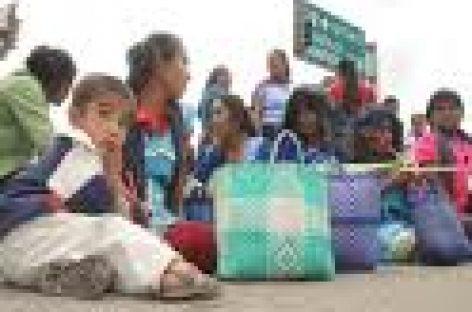 Continúan defraudados movilizaciones; habitantes de Mitla bloquean calle en Oaxaca