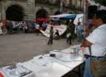 Retiran maestros propaganda política en Oaxaca