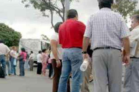 Bloquean maestros calles del centro de Oaxaca