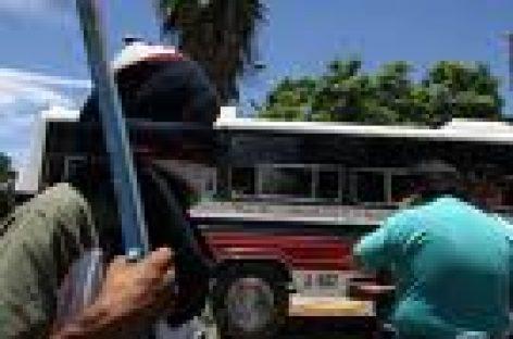 Cierran normalistas calles del Centro Histórico en Oaxaca