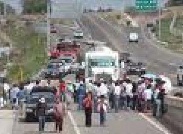 Desquician tráfico vehicular marchas y plantones en Oaxaca