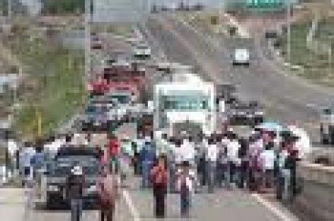 Viernes de bloqueos y protestas en Oaxaca; miles de afectados