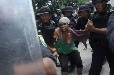 Chocan policías y comerciantes en Oaxaca