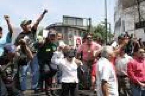 Realizan maestros marcha en Oaxaca