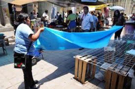 Se instalan vendedores ambulantes en el Zócalo de Oaxaca