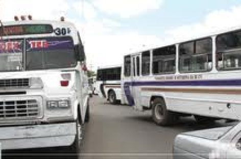 Detienen a 11 estudiantes que protestan por tarifa de transporte