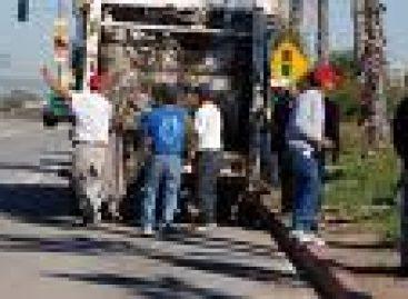 Permiten colonos acceso a camiones recolectores al basurero municipal
