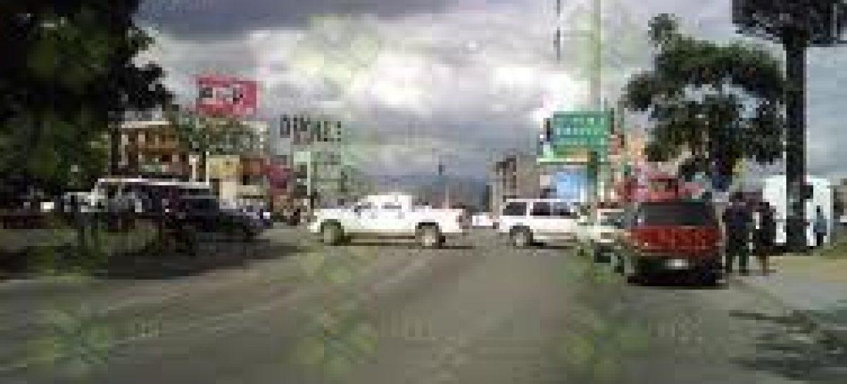 "Bloquean habitantes de Santa Lucía avenida ""Ferrocarril"""