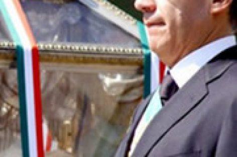 Llegan restos de héroes patrios a Palacio Nacional