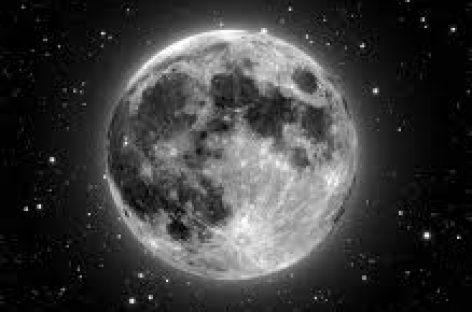 Se encoge la Luna como manzana vieja: NASA
