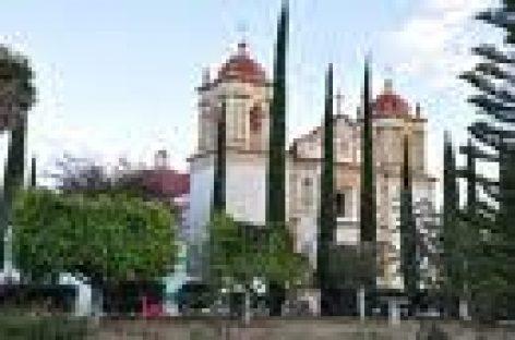 Presuntos policías rescatan a dos detenidos, en Oaxaca