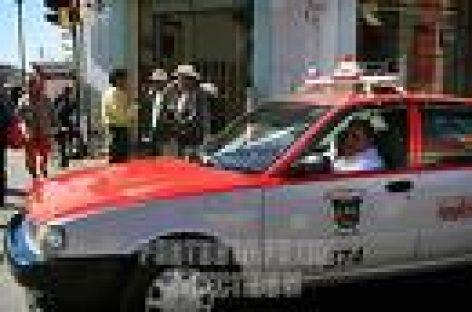 Analizan taxistas aumento a tarifa de transporte, en Oaxaca