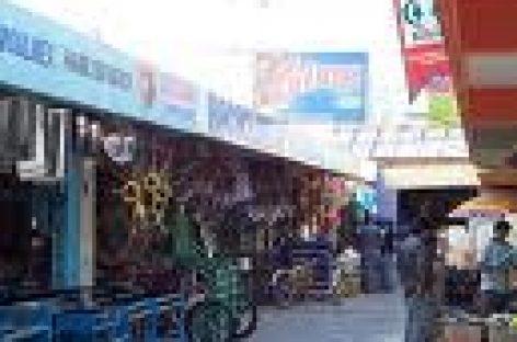 Bloquean comerciantes calles del Centro Histórico