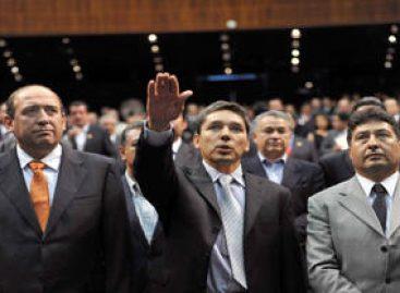<em><strong>Burla cerco policiaco y rinde protesta Godoy como diputado federal de Michoacán</strong></em>