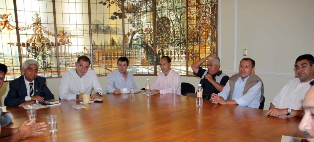 Sacerdotes de Huautla y la Costa con el gobierno de Gabino Cué