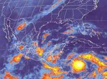 Reportan daños por Matthew en Puerto Escondido