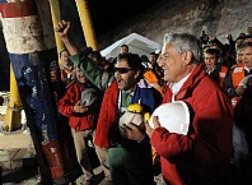 Luis Urzúa Iribarre a salvo, los 33 mineros chilenos rescatados