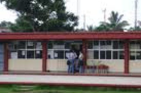 """Demandan padres de familia profesores en secundaria """"Vicente Guerrero"""""""