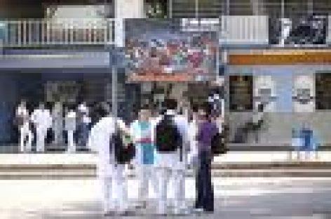 Toman alumnos Facultad de Medicina de la UABJO; exigen destitución de directora