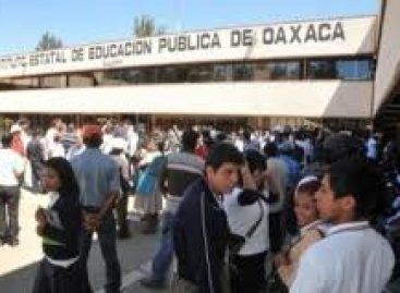 Protestan padres de familia en demanda de profesores