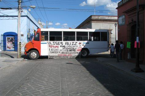 Flash informativo Ambulantes y mototaxistas bloquean el centro histórico de la ciudad de Oaxaca