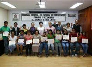 Concluyen 11 jóvenes sordomudos educación primaria y secundaria