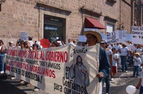 Marchan en Morelia por turistas secuestrados