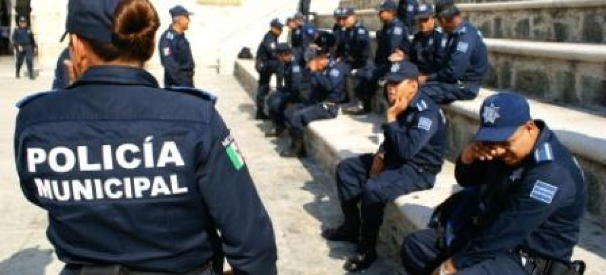 Exhiben en video a policías ladrones