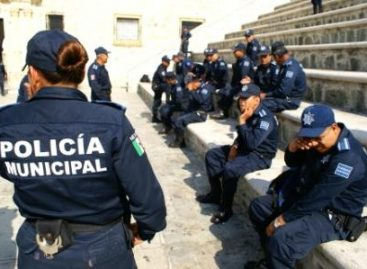 Exhiben en video a policías ladrones