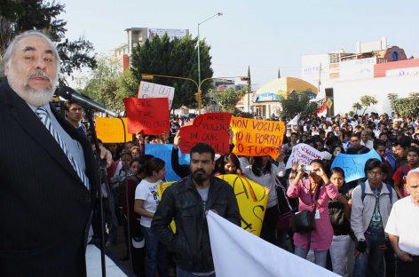 Autoridades de la UABJO, cómplices de Abraham Martínez Alavés, quien dirigió  porros que hirieron a periodista