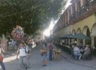 Crece la pugna entre comerciantes ambulantes apoderados del Centro Histórico