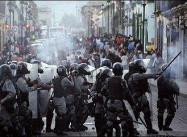 <strong>Marchan miles de maestros, conmemoran jornada de lucha del 2006</strong>