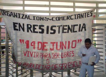 Bloquean comerciantes Ciudad Administrativa; exigen solución a sus demandas