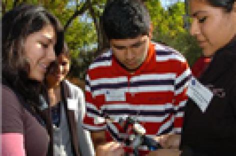 Jóvenes inmigrantes luchan por estudiar en Estados Unidos