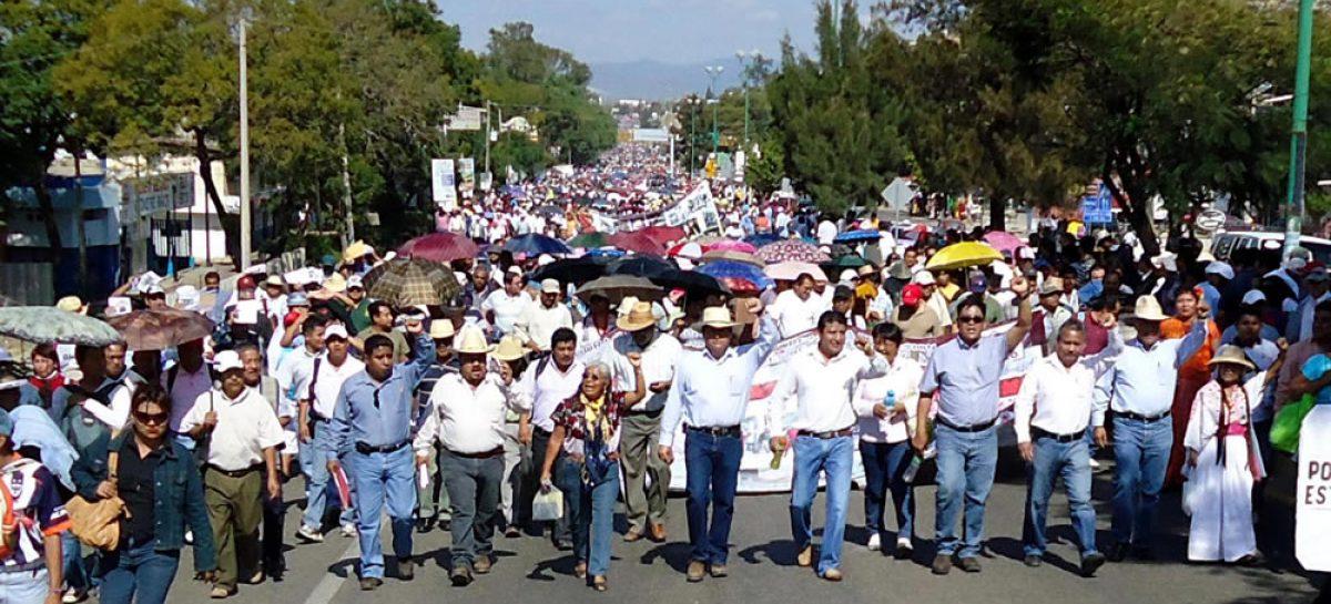 <strong>Concluye marcha de Sección 22; exigen cárcel para Ulises Ruiz</strong>