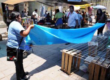 Vendedores ambulantes realizan minimarcha en el centro de la ciudad