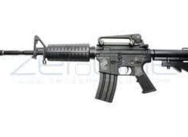 <strong>Choca automovil de guarura del gobernador Gabino Cué y saca su rifle de asalto</strong>