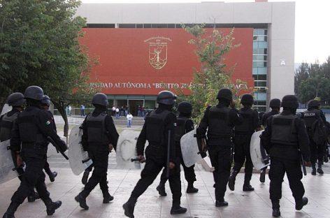 Enfrentamiento entre universitarios en elecciones y sindicato, que demanda cuotas sindicales, interviene la policía