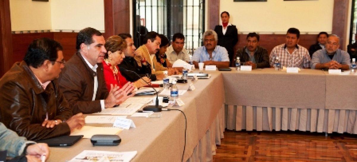 20 palacios tomados, cuestionable la actuación de los órganos electorales, Gabino Cué