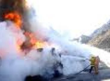 Vuelca y explota pipa en Puebla; una persona muerta y cinco casas afectadas