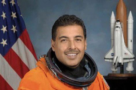 Renuncia a la NASA José Hernández, astronauta de origen mexicano