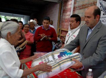Entregan apoyos a grupos vulnerables de la colonia Cuauhtémoc