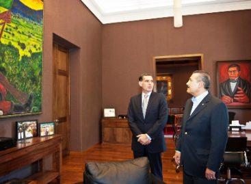 Se reúnen Gabino Cué y el senador Manlio Fabio Beltrones
