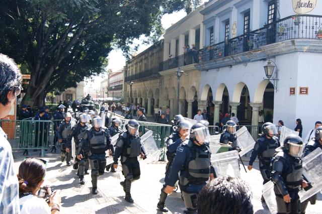 Policia salida del zócalo