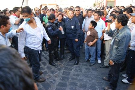 Policias Federales Retenidas por maestros