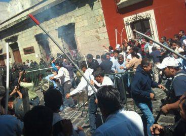 Demanda magisterio de Oaxaca destitución de tres funcionarios; del gobierno de Gabino Cué