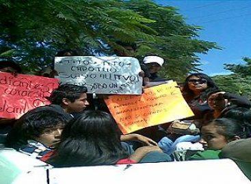 Estudiantes toman el Tecnológico del Valle de Oaxaca