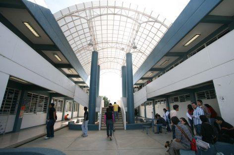 De 3 mil 400 a 8 mil pesos mensuales salarios de trabajadores de la UABJO